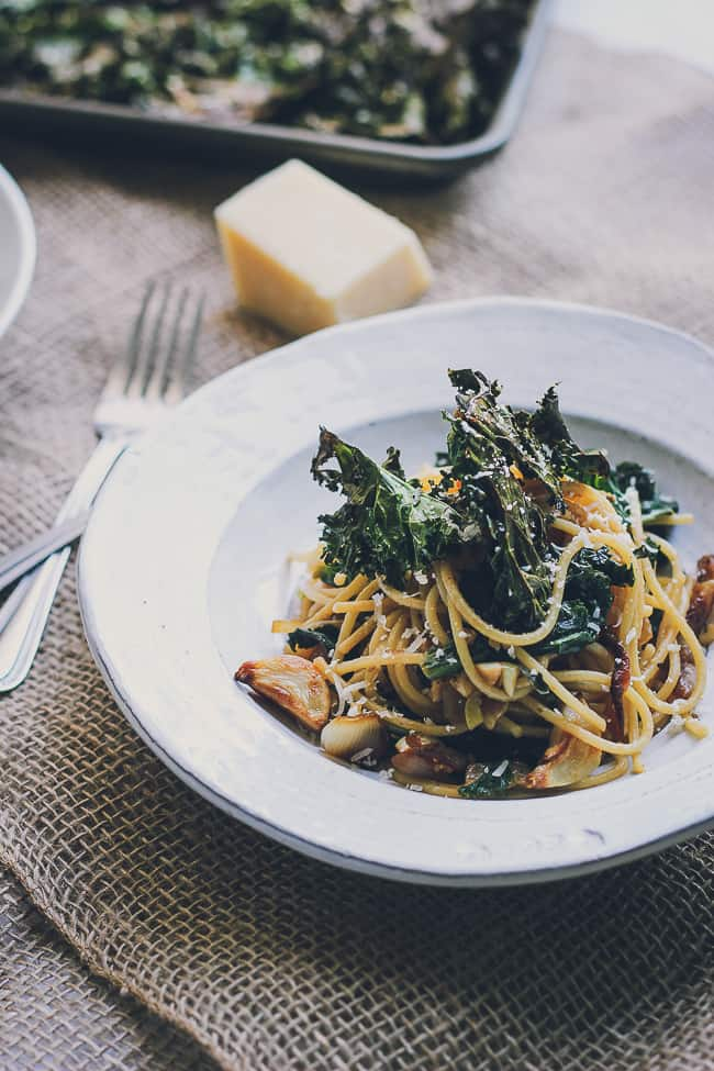 Roasted Garlic & Caramelized Onion Kale Pasta with Spicy Parmesan Kale Chips-13