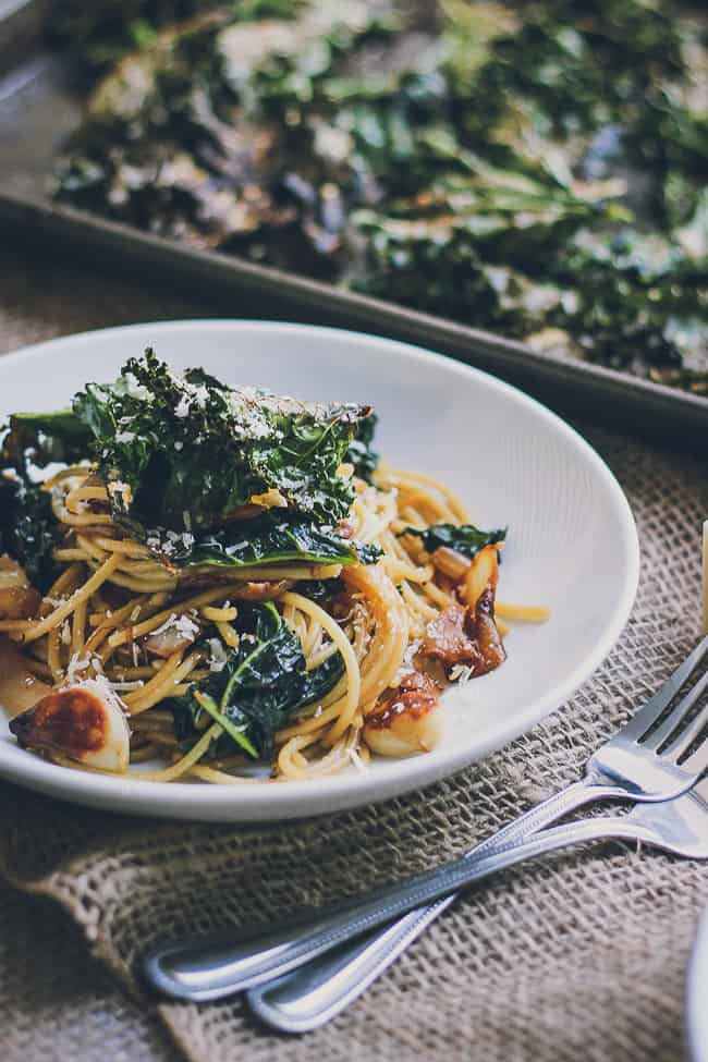 Roasted Garlic & Caramelized Onion Kale Pasta with Spicy Parmesan Kale Chips-17