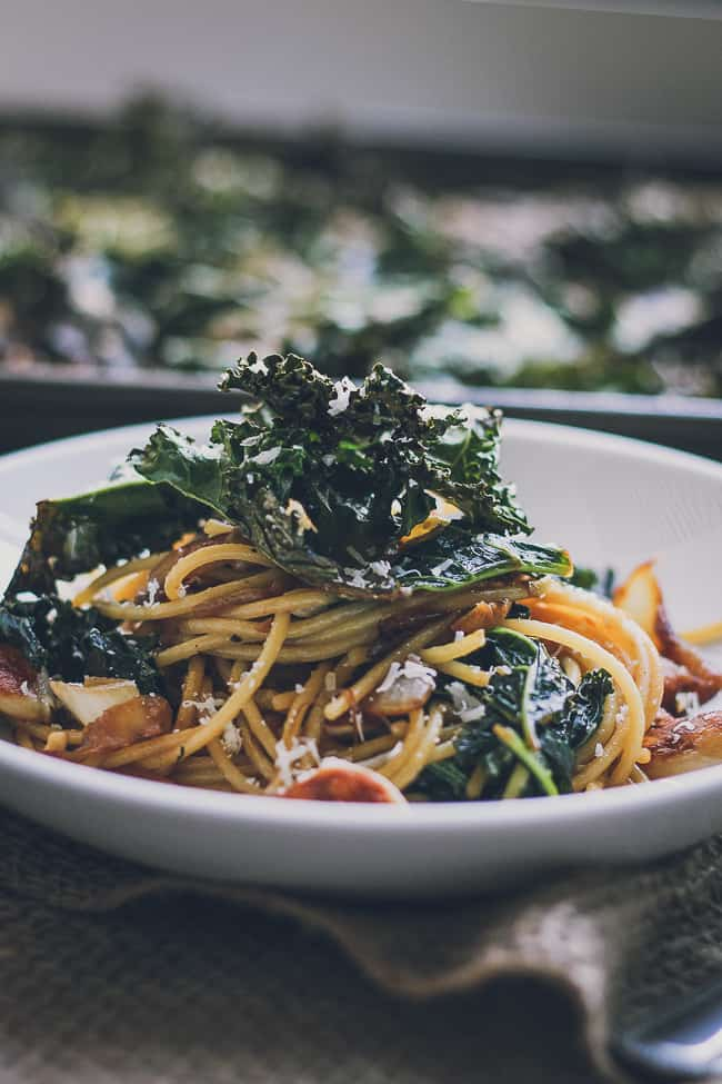 Roasted Garlic & Caramelized Onion Kale Pasta with Spicy Parmesan Kale Chips-18